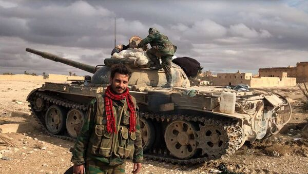 Sirijski vojnici ispred centra Palmire u sirijskoj provinciji Homs - Sputnik Srbija
