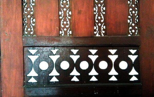 Мотив на улазним вратима куће која чува тајну о великој љубави Јерменина Серкиза и Српкиње Љубице - Sputnik Србија