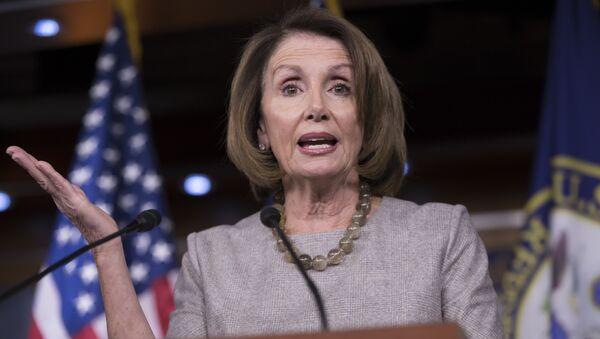 Lider demokrata u Predstavničkom domu SAD Nensi Pelosi govori na konferenciji za medije u Kapitol Hilu u Vašingtonu - Sputnik Srbija