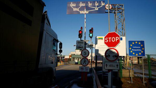 Камион пролази поред знака на руско-литванској граници у Кибартају - Sputnik Србија