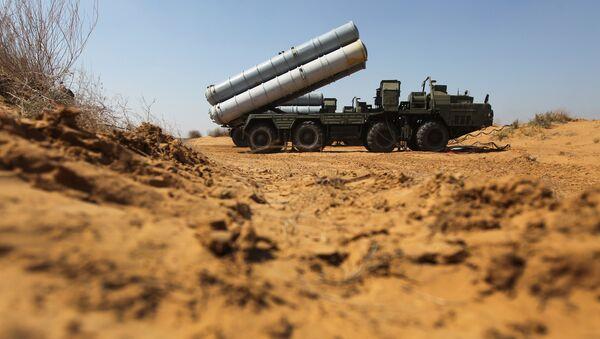 Priprema za premeštanje raketnog sistema S-300 na vojnim vežbama vojno-vazduhoplovnih snaga i snaga PVO Rusije, Belorusije i Kazahstana - Sputnik Srbija