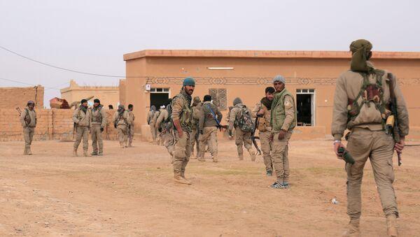 Pripadnici Sirijskih demokratskih snaga tokom ofanzive na severnu sirijsku provinciju Raka - Sputnik Srbija