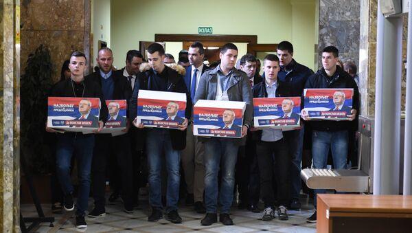 Шешељ предаје потписе за канидатуре - Sputnik Србија