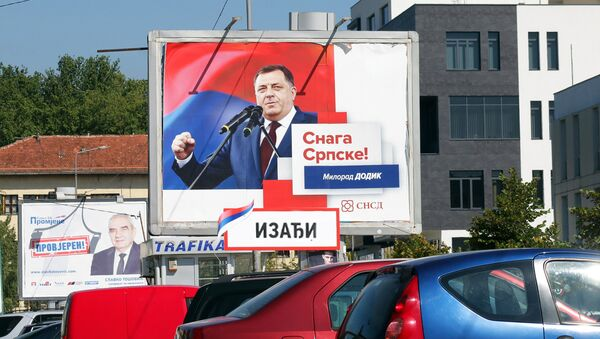 Билборд са ликом Милорада Додика - Sputnik Србија