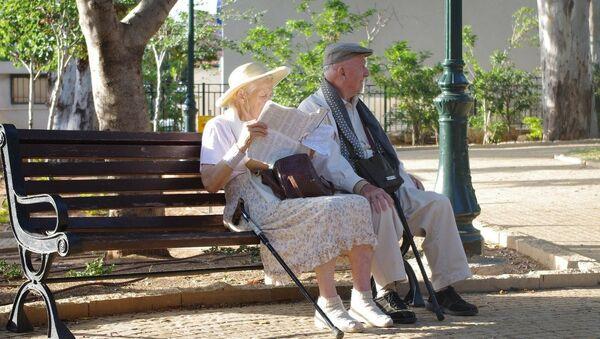 Старији брачни пар - Sputnik Србија