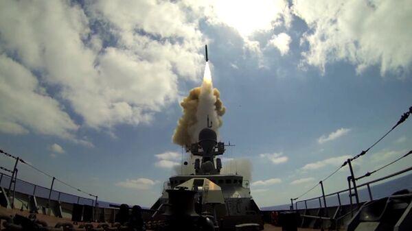 Руски војни брод лансира крстареће ракете Калибар на терористе Нусра фронта са Средоземног мора - Sputnik Србија