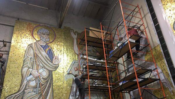 Delove mozaika sklapaju ruski umetnici u ateljeu u Moskvi - Sputnik Srbija