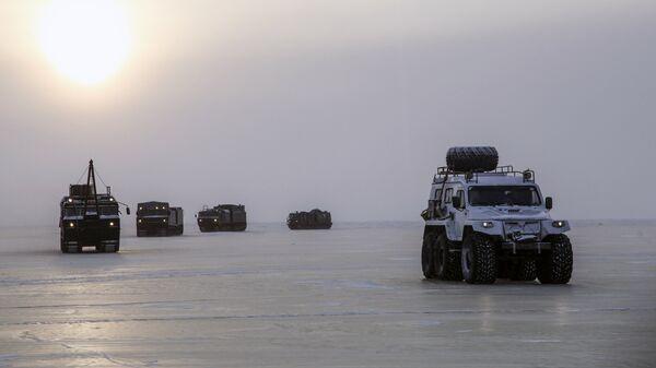 Испитивања нових и напредних модела оружја, војне и специјалне технике у арктичким условима - Sputnik Србија