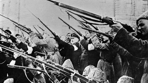 Војници пуцају на полицију за време Фебруарске револуције - Sputnik Србија