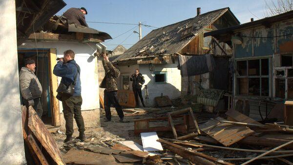 Последице гранатирања стамбених кућа у Доњецкој области - Sputnik Србија