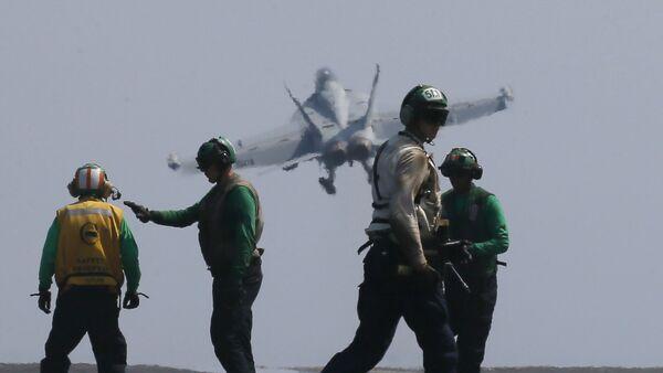 Američki avion F-18 poleće sa nosača Karl Vinson u Južnom kineskom moru - Sputnik Srbija