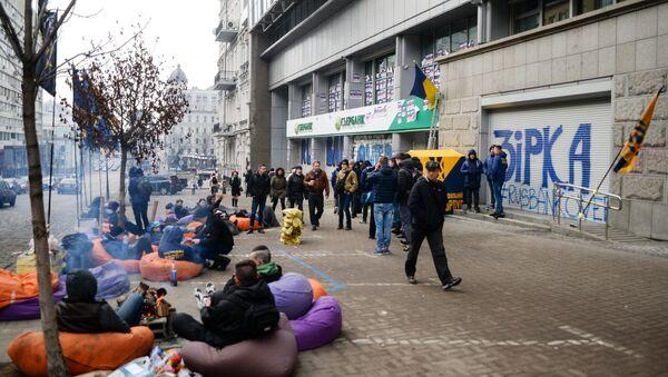 Članovi Nacionalnog korpusa tokom akcije blokade filijale Sberbanke u Kijevu - Sputnik Srbija
