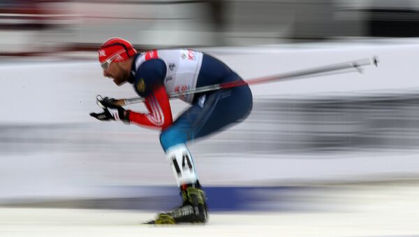 Ruski skijaš Aleksej Petuhov tokom individualnog sprinta slobodnim stilom za muškarce na Svetskom kupu 2013/2014. u skijanju u Moskvi - Sputnik Srbija