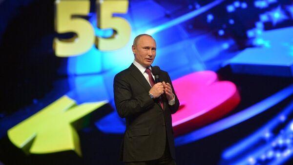 Predsednik Rusije Vladimir Putin na 55. godišnjici KVN - Sputnik Srbija