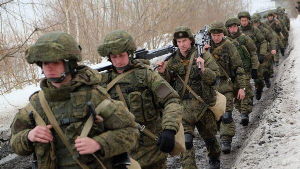 Vojnici tokom prve faze zajedničkih taktičkih vežbi padobranskih jedinica Vojske Rusije i jedinica za specijalne operacije Belorusije - Sputnik Srbija