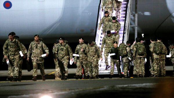 Британски војници стижу у војну базу Амари у Естонији - Sputnik Србија