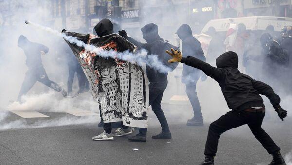 Сукоби у Паризу - Sputnik Србија