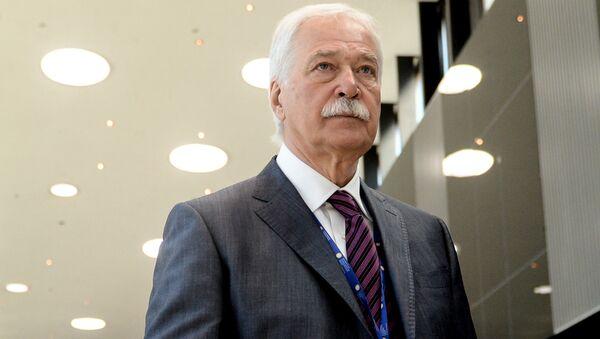 Председник Вишег савета партије Јединствена Русија Борис Гризлов на 20. Међународном економском форуму у Санкт Петербургу - Sputnik Србија