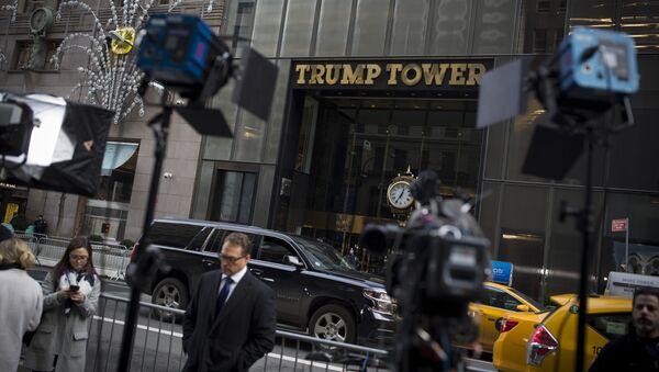Представници медија испред Трампове куле у Њујорку - Sputnik Србија