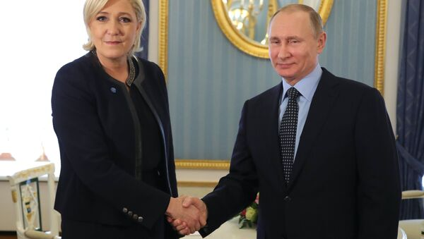 Marin Le Pen i Vladimir Putin - Sputnik Srbija