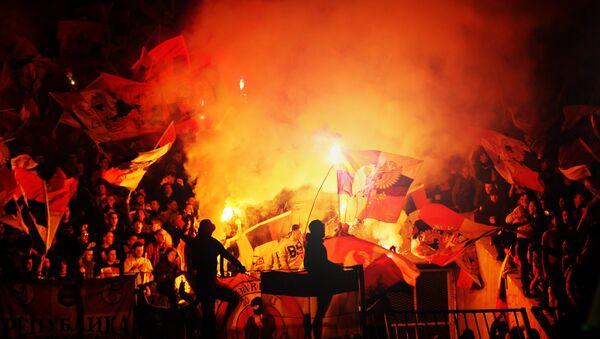 Popaljene baklje na severnoj tribini stadiona Rajko Mitić - Sputnik Srbija