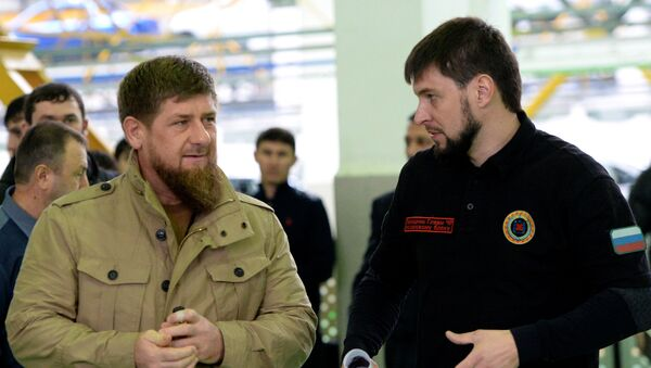 Čečenski lider Ramzan Kadirov i njegov pomoćnik za bezbednost Danilo Martinov - Sputnik Srbija