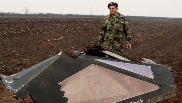 Делови авиона Ф-117 обореног у атару села Буђановци 1999. године за време НАТО агресије - Sputnik Србија