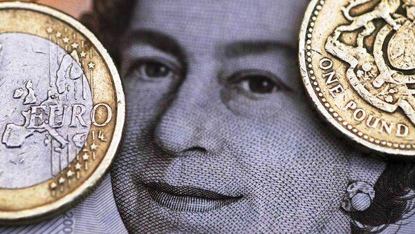 Евро и фунта - Sputnik Србија