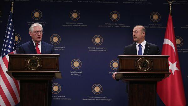 Амерички државни секретар Рекс Тилерсон и министар спољних послова Турске Мевлут Чавушоглу на заједничкој конференцији за медије у Анкари - Sputnik Србија