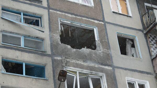 Зграда уништена у гранатирању украјинске војске у Доњецку - Sputnik Србија