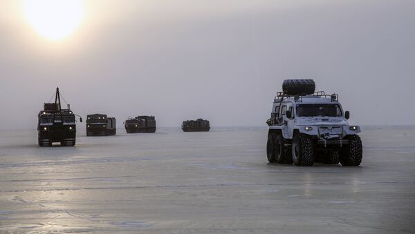 Vojna vozila na Arktiku - Sputnik Srbija