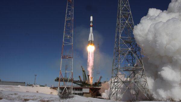 Лансирање ракете-носача Сојуз У са транспортним бродом Прогрес МС-05 - Sputnik Србија