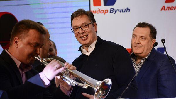 Славље у штабу СНС-а након проглашења резултата избора - Sputnik Србија