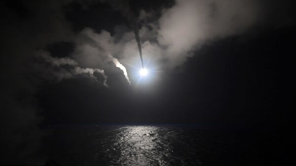 Raketni napad sa američkog razarača Porter na vazduhoplovnu bazu u Siriji - Sputnik Srbija