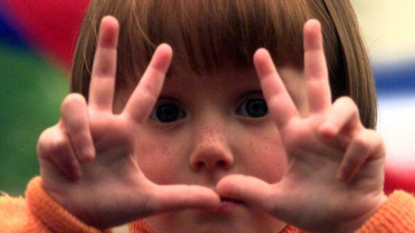 Дете са три прста - Sputnik Србија