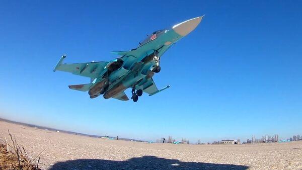 SERB_Istrebiteli Su-34 na učeniяh uničtožili nazemnыe celi fugasnыmi bombami - Sputnik Srbija