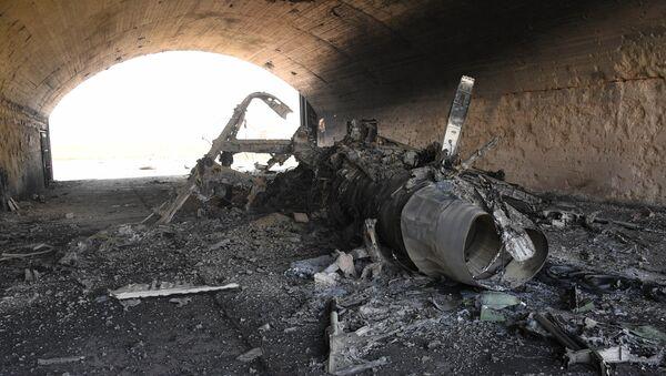 Avion koji je uništen u raketnom napadu SAD na vojnu bazu u Siriji - Sputnik Srbija