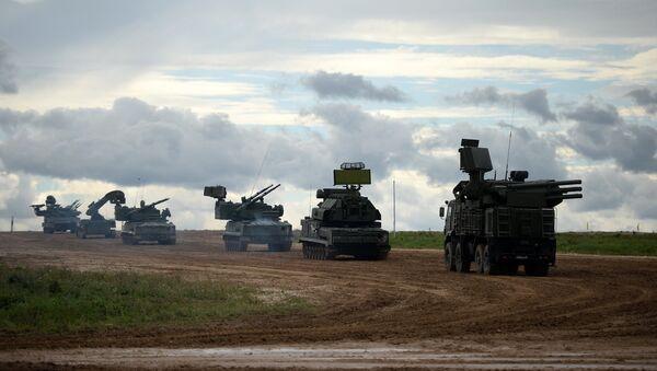 Војна машинерија на вежби на полигону Алабино: Шилка, Стрела 10, две Тунгуске, Тор М2У и Панцир С1 - Sputnik Србија