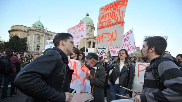 Протести у Београду испред Скупштине - Sputnik Србија