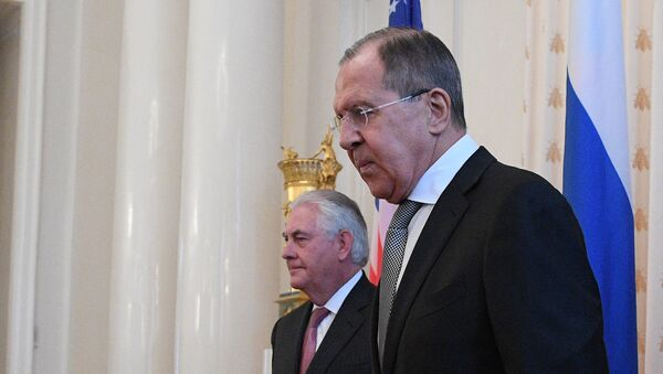 Шефови дипломатија САД и Русије Рекс Тилерсон и Сергеј Лавров - Sputnik Србија