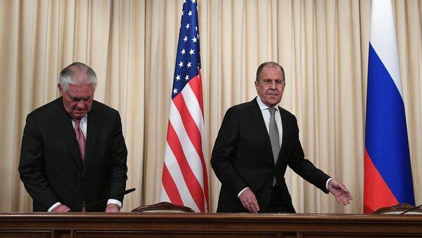 Šefovi diplomatija SAD i Rusije Reks Tilerson i Sergej Lavrov - Sputnik Srbija