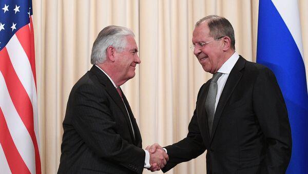 Ruski ministar spoljnih poslova Sergeja Lavrova i američki državni sekretar Reks Tilerson - Sputnik Srbija