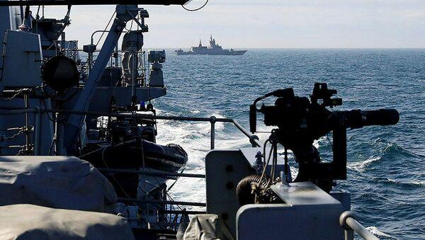 Британска фрегата Садерланд прати руске бродове - Sputnik Србија