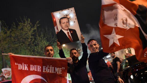 Slavlje u Turskoj posle referenduma - Sputnik Srbija