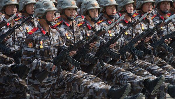 Војници на паради поводом 105. годишњице од рођења оснивача Северне Кореје државе, Ким Ил Сунга у Пјонгјангу - Sputnik Србија