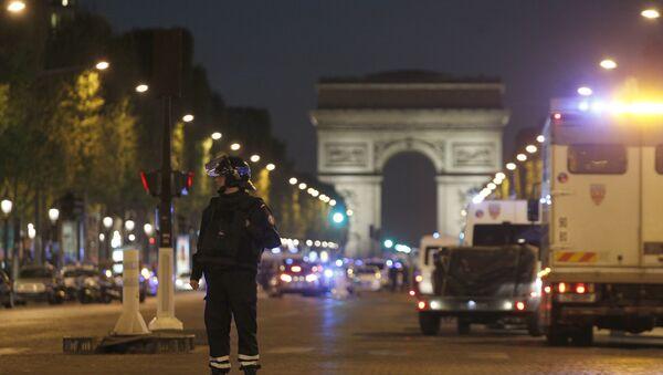 Полиција на Јелисејским пољима у Паризу - Sputnik Србија