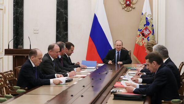 Председник Русије Владимир Путин и стални чланови Савета безбедности Русије - Sputnik Србија