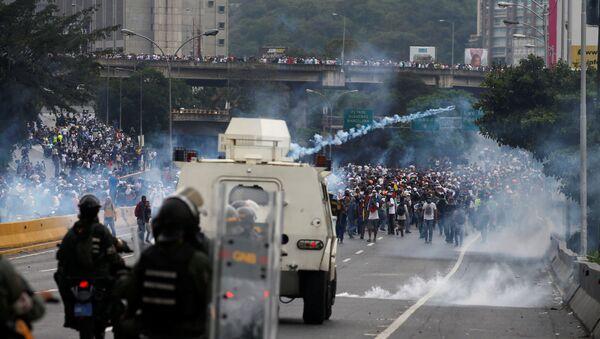 Протести против председника Николаса Мадура у Каракасу - Sputnik Србија