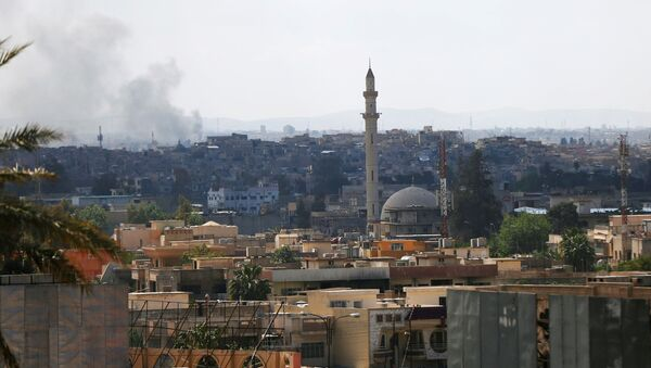 Dim iznad starog dela Mosula tokom borbe iračkih snaga protiv DAEŠ-a - Sputnik Srbija