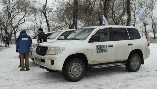 Представници ОЕБС-а у посети селу Александровка у Доњецком региону - Sputnik Србија